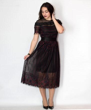 Φόρεμα με δαντέλα και τούλι