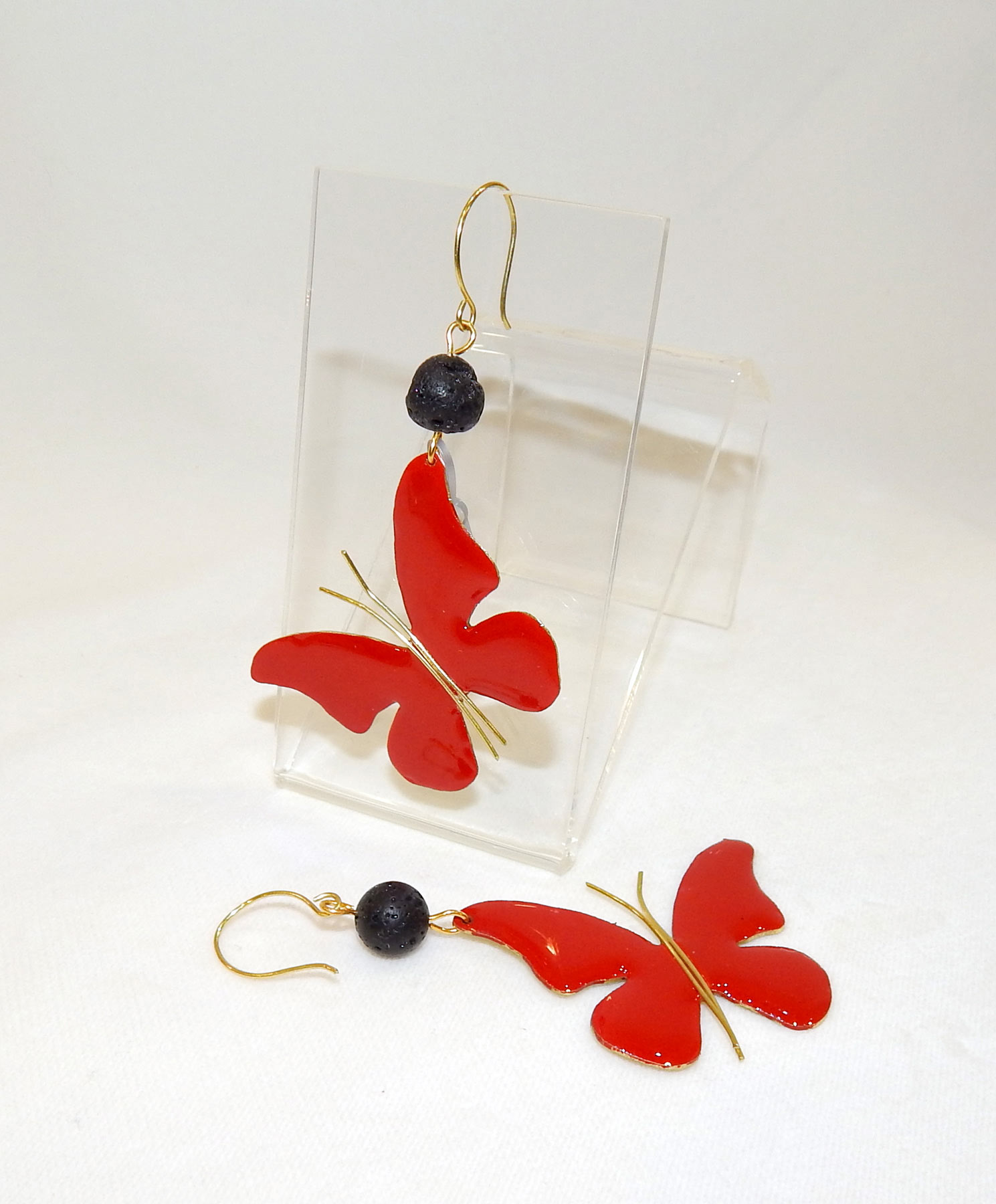 Σκουλαρίκια μακριά με κόκκινες πεταλούδες