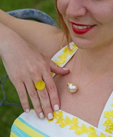 Δαχτυλίδι με κίτρινο σμάλτο