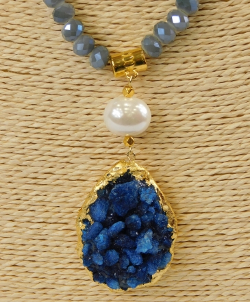 Κολιέ με μπλε χάντρες και λευκές πέρλες