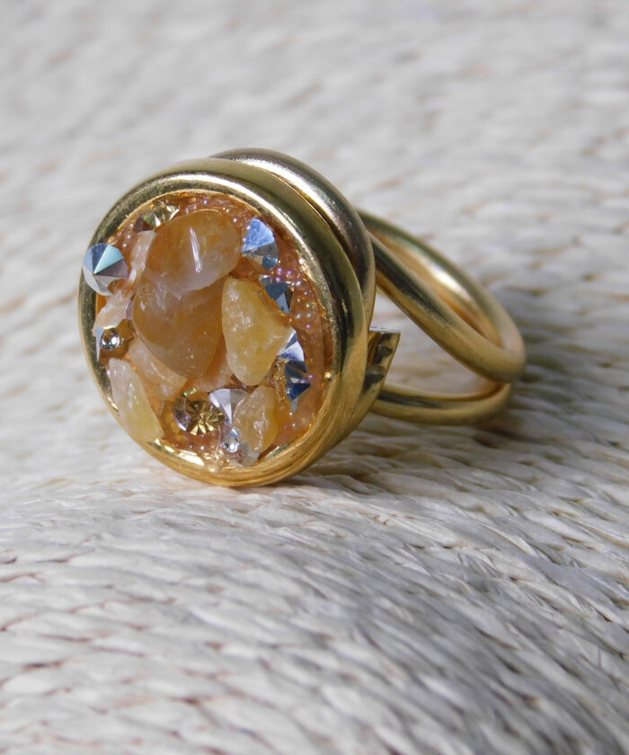 Δαχτυλίδι Στρόγγυλο με Μπεζ Πέτρες