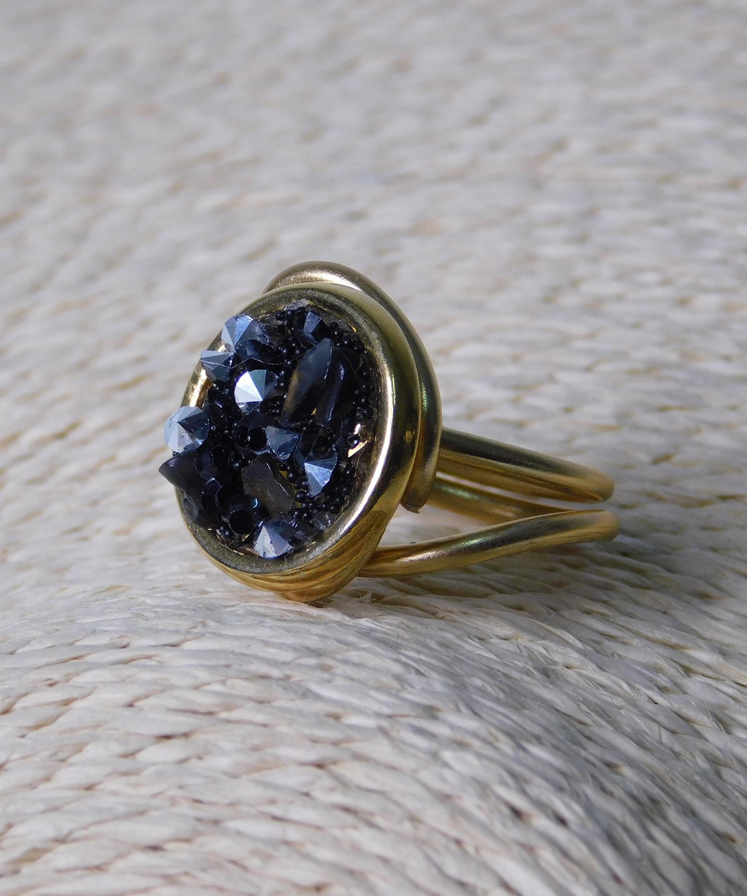 Δαχτυλίδι Στρόγγυλο με Μαύρες Πέτρες